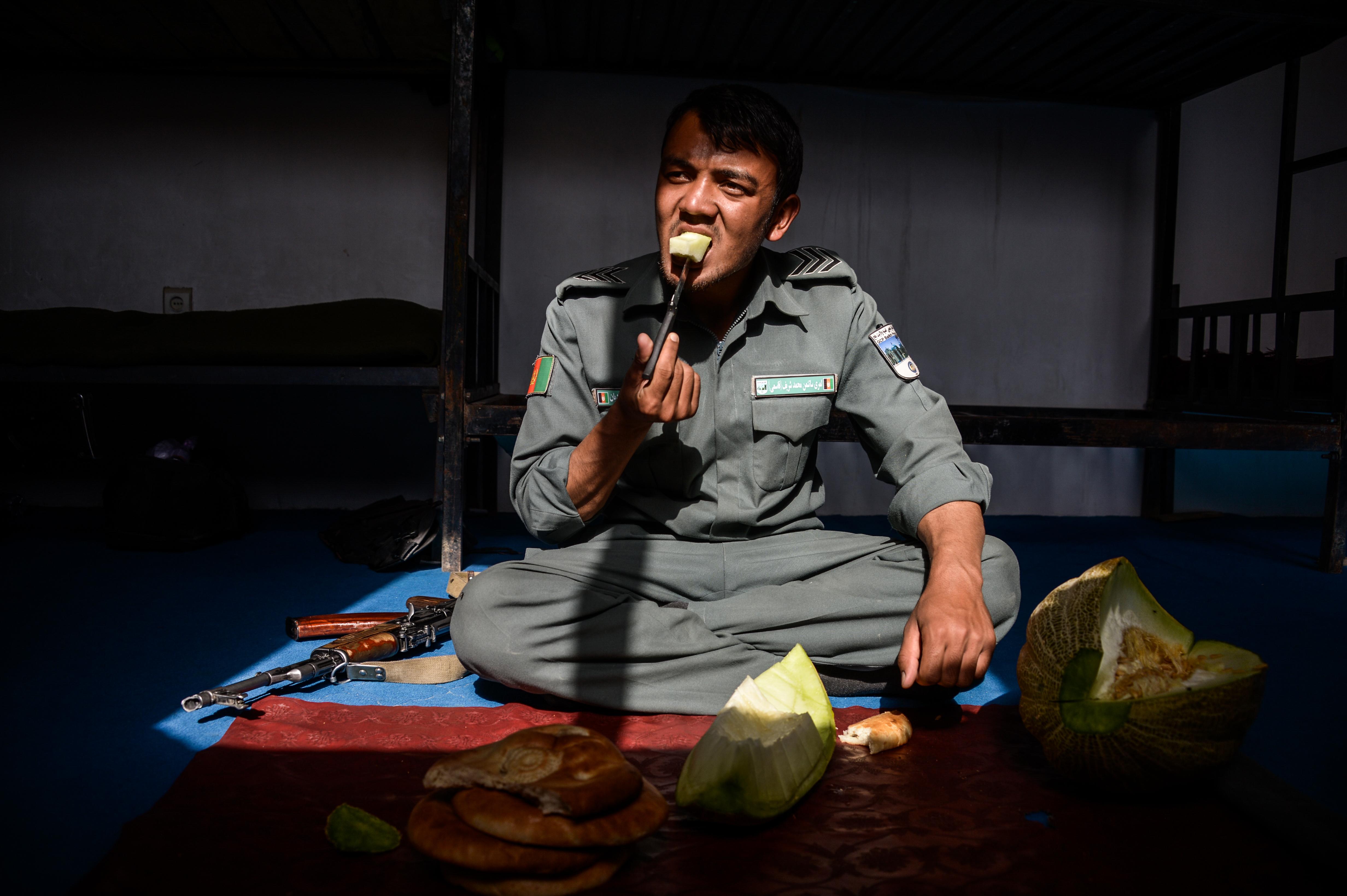 afghan police eating melon