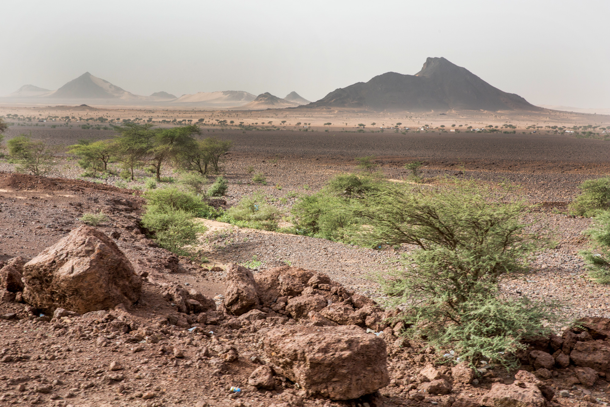The rocky landscape of the Zouérat region of northern Mauritania. (George Popescu/GroundTruth)