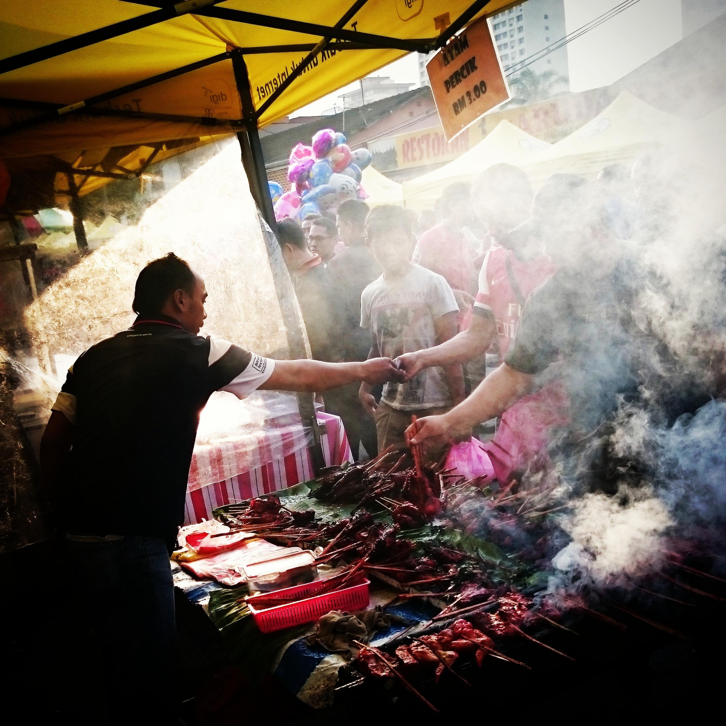 Malaysian Muslims buy food to break their fast during Ramadan in Kuala Lumpur, Malaysia. (Zulfadhli Zaki)