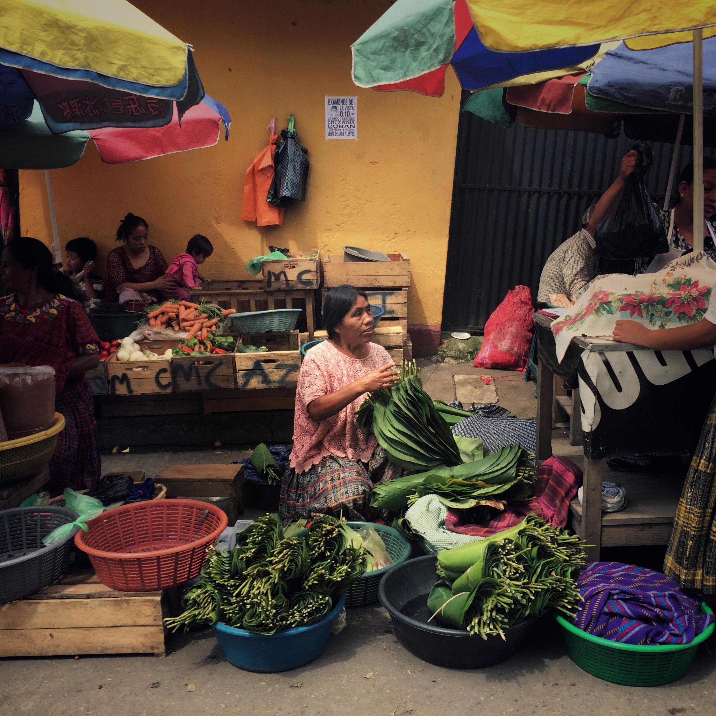 A Q'eqchi' Mayan woman sells vegetables during market day. Cob‡n, Alta Verapaz, Guatemala. October 3, 2015. (James Rodriguez)