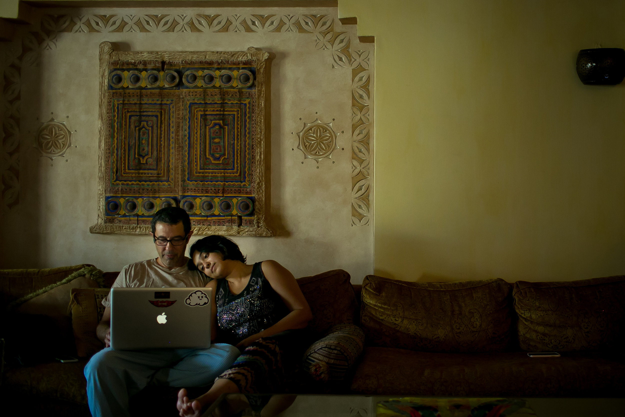 Raneen sits with her father whilst they both FaceTime her husband, Hisham in Jeddah, Saudi Arabia. (Tasneem Alsultan)