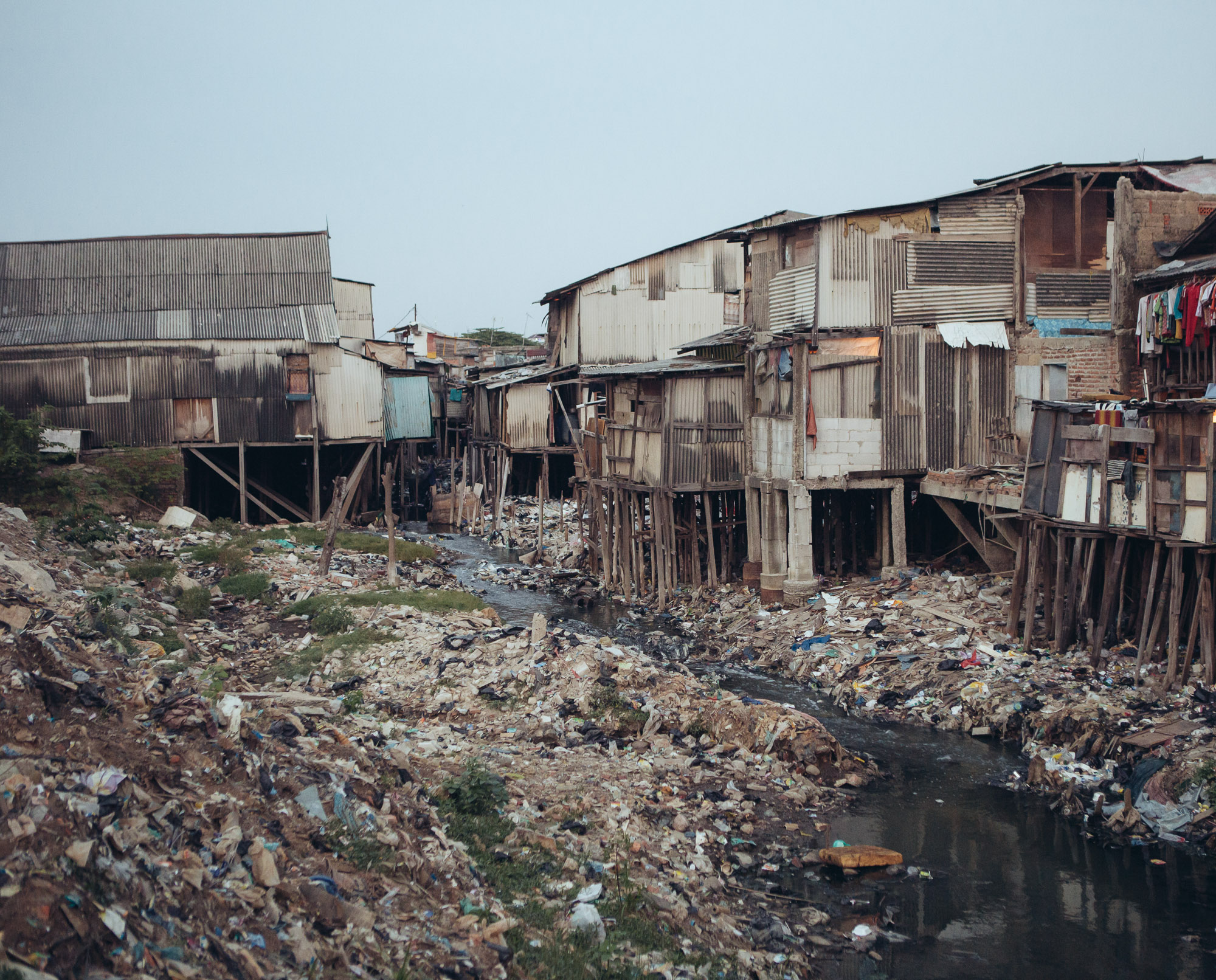 Informal housings at of the remaining slums in Pluit, North Jakarta, are already below sea level. (Photo by Muhammad Fadli/GroundTruth)