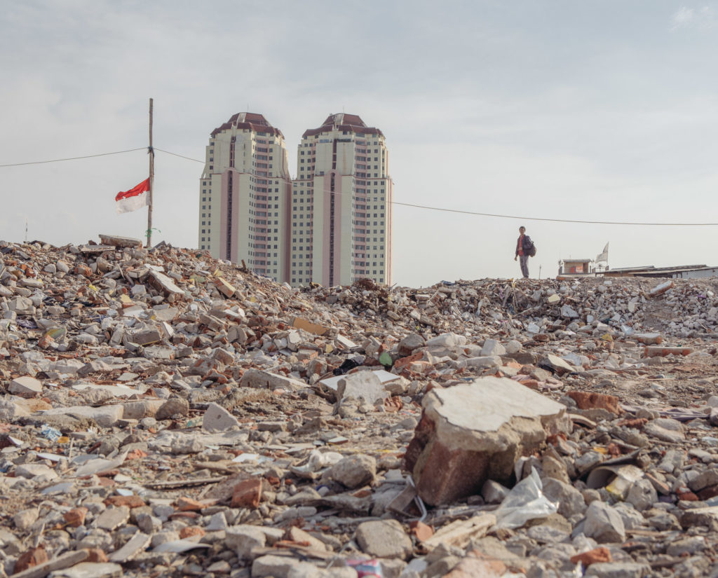 As part of a river widening project, the Pasar Ikan neighborhood of Jakarta, Indonesia, was recently razed, leaving its residents homeless. (Photo by Muhammad Fadli/GroundTruth)