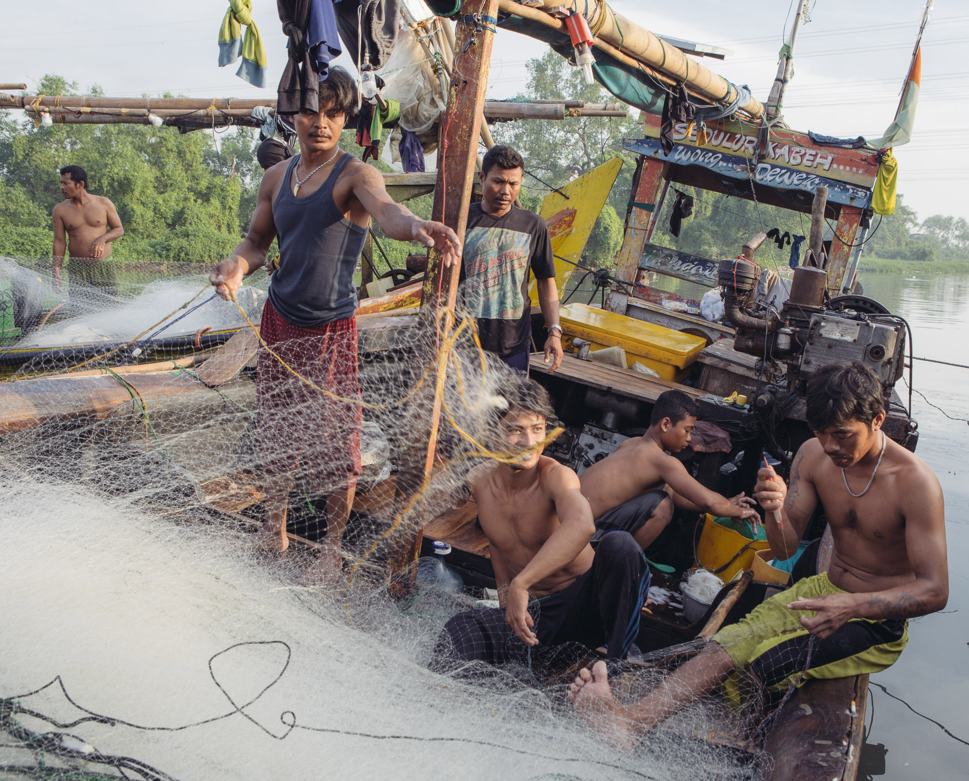 Fishermen work in Muara Angke, North Jakarta. Most of Muara Angke's residents are fishermen who depend on the catches from Jakarta Bay for survival. (Photo by Muhammad Fadli/GroundTruth)