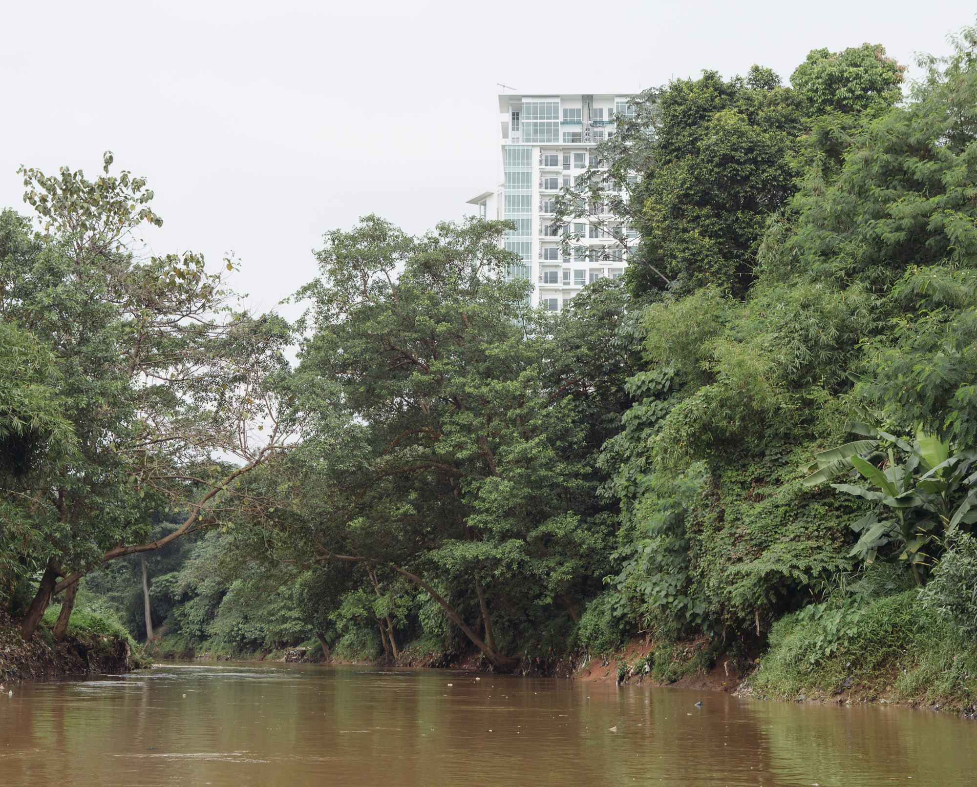 The Ciliwung Riveris one among 13 rivers that run through Jakarta. It is also one that experiences frequent flooding during the rainy season, as the lower part of the river is packed with informal housing. Pictured here is the less-developed upper part of Ciliwung in South Jakarta. (Photo by Muhammad Fadli/GroundTruth)
