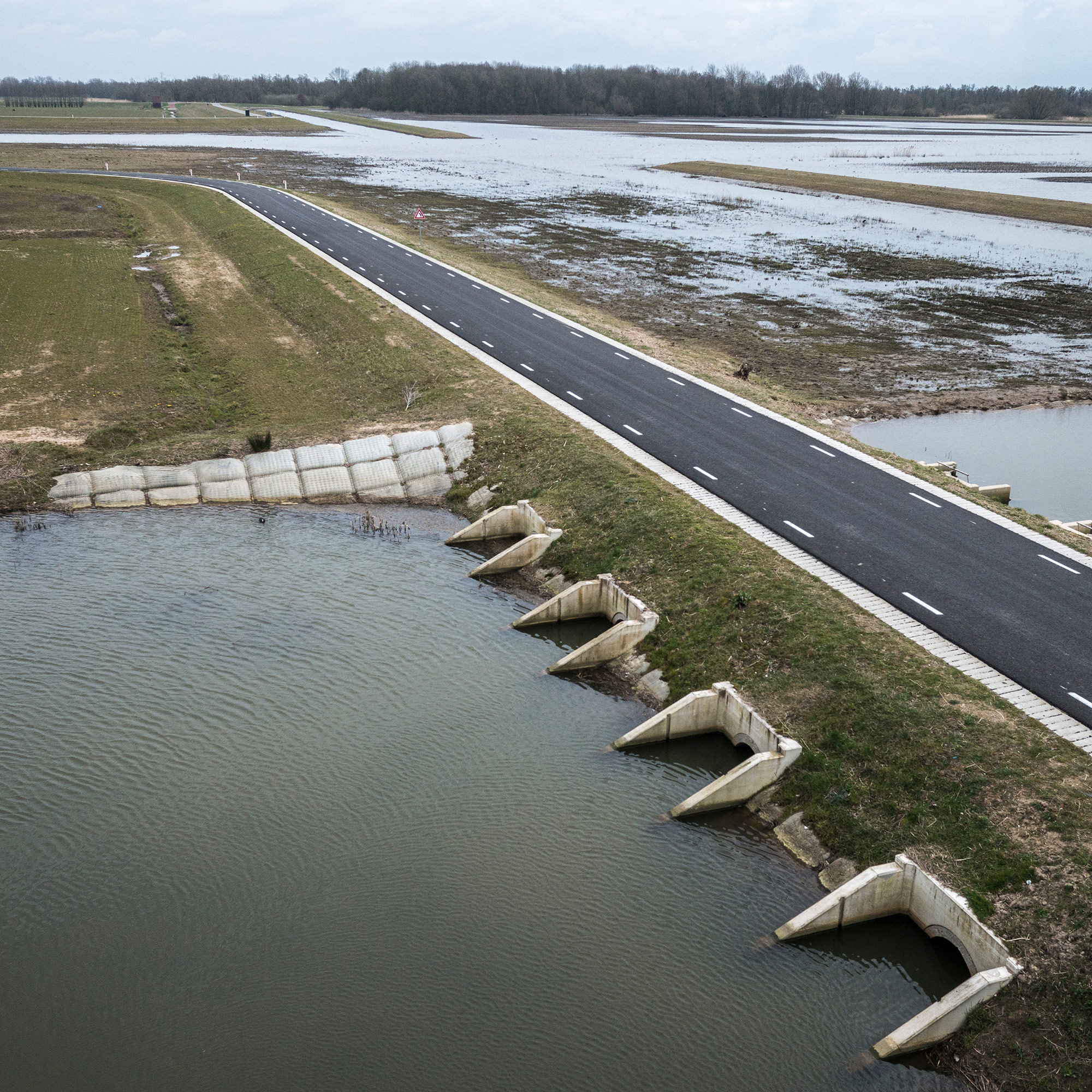 Historic floodplain the Noordwaard polder. A huge area of polder is slowly being re-flooded to make room for the river. New roads have been constructed. (Photo by Joris van Gennip/GroundTruth)