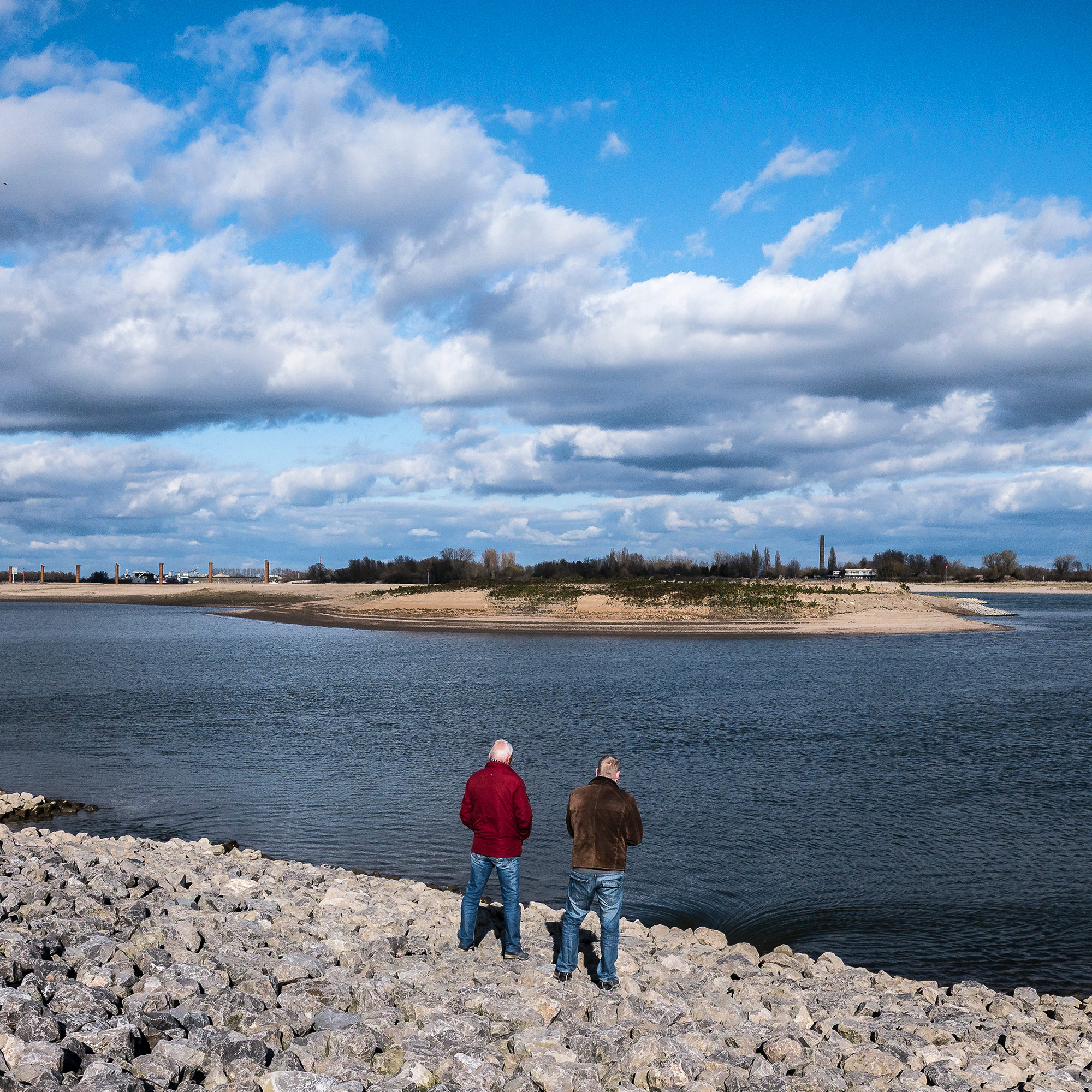 """New landscapes along the """"spiegelwaal,"""" a new channel created to lessen flooding at the river bend where Nijmegen and Lent sit. (Photo by Joris van Gennip/GroundTruth)"""