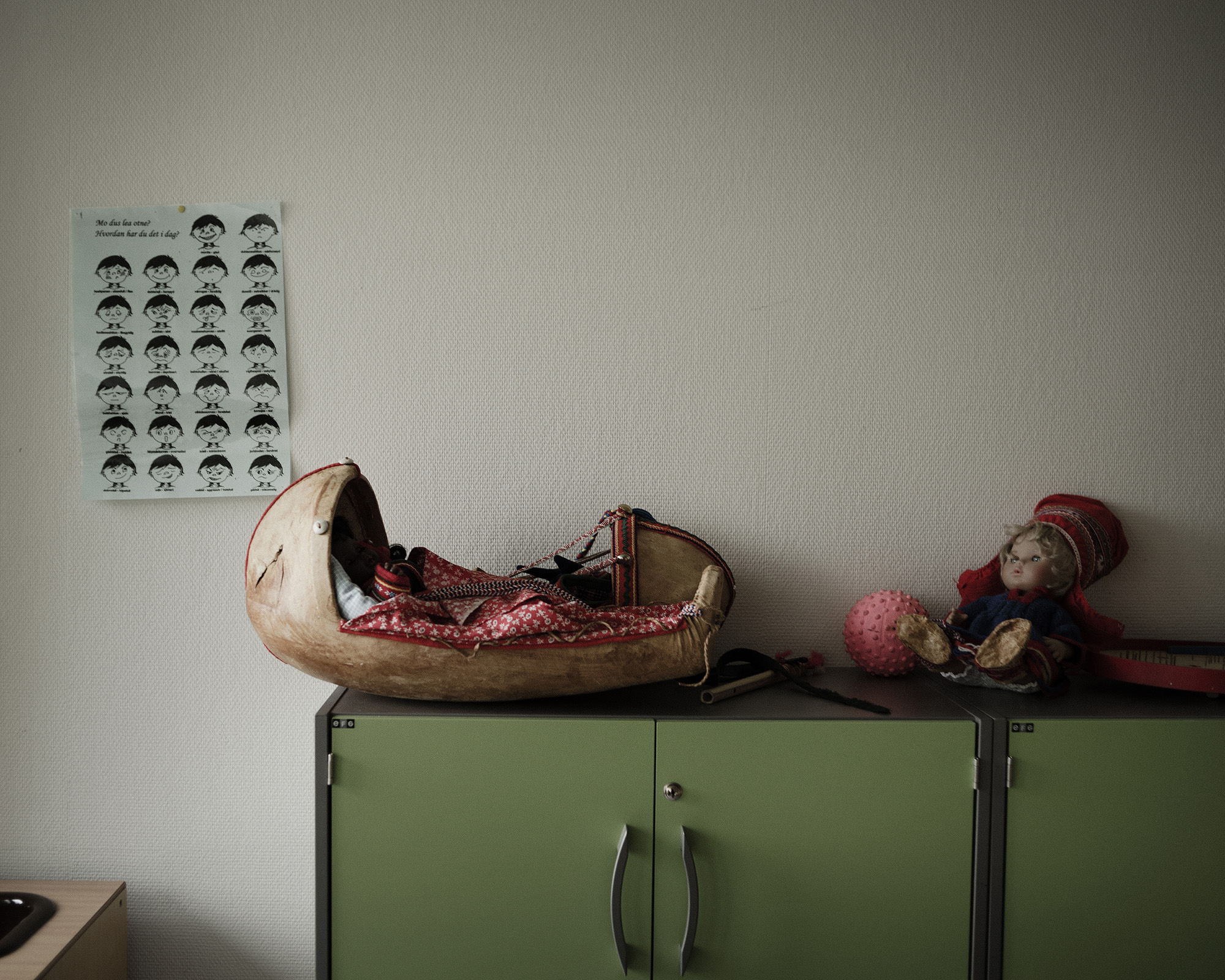 A doll rests in a komsa, a traditional cradle for Sami infants, in the family therapy room where therapists work with children in a playful setting.  Because of cultural pressures, Sami find it difficult to speak about mental health, and even more so in a language other than their native Sami. A Norwegian organization called SANKS (Sámi Norwegian National Advisory Unit on Mental Health and Substance Use) offers a template for Sami-specific mental health treatment. (Camilla Andersen/GroundTruth)