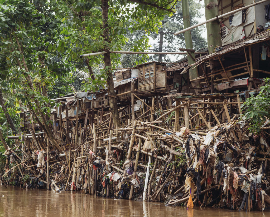 Homes line the Ciliwung River in Jakarta, Indonesia. (Photo by Muhammad Fadli/GroundTruth)