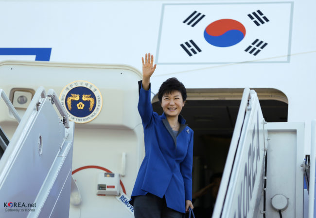 President Park Geun-hye waves to the crowds at Seoul Airbase in October 2013. (Photo by Republic of Korea/Flickr User)
