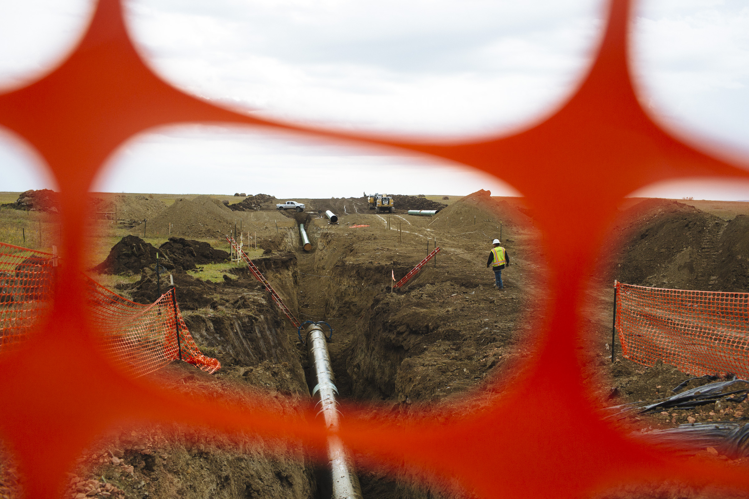 Construction of the Dakota Access Pipeline continues west of St. Anthony, approximately 20 miles north-west of the Oceti Sakowin Camp. (Photo by Angus Mordant/Groundtruth)