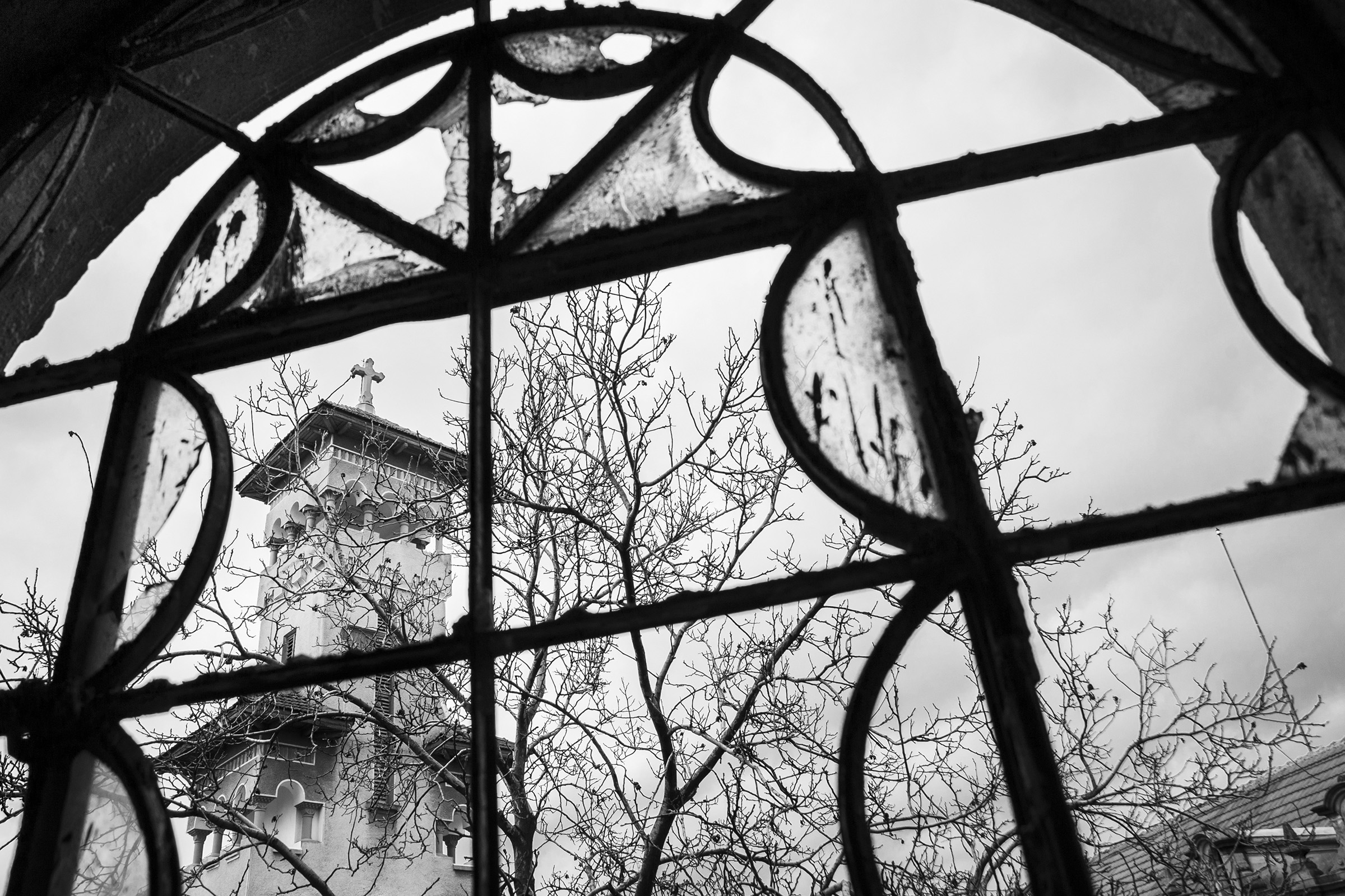 The Biserica Buna Vestire, or the Church of the Annunciation, stands ust outside the shattered windows of the old Teleki Synagogue in Oradea, Romania on April 10, 2013. The two religious communities in Oradea once worshipped side-by-side leading up to the war, but as fascism rose to power, fierce anti-Semitism and nationalism followed closely behind. (Photo by Daniel Owen/GroundTruth)