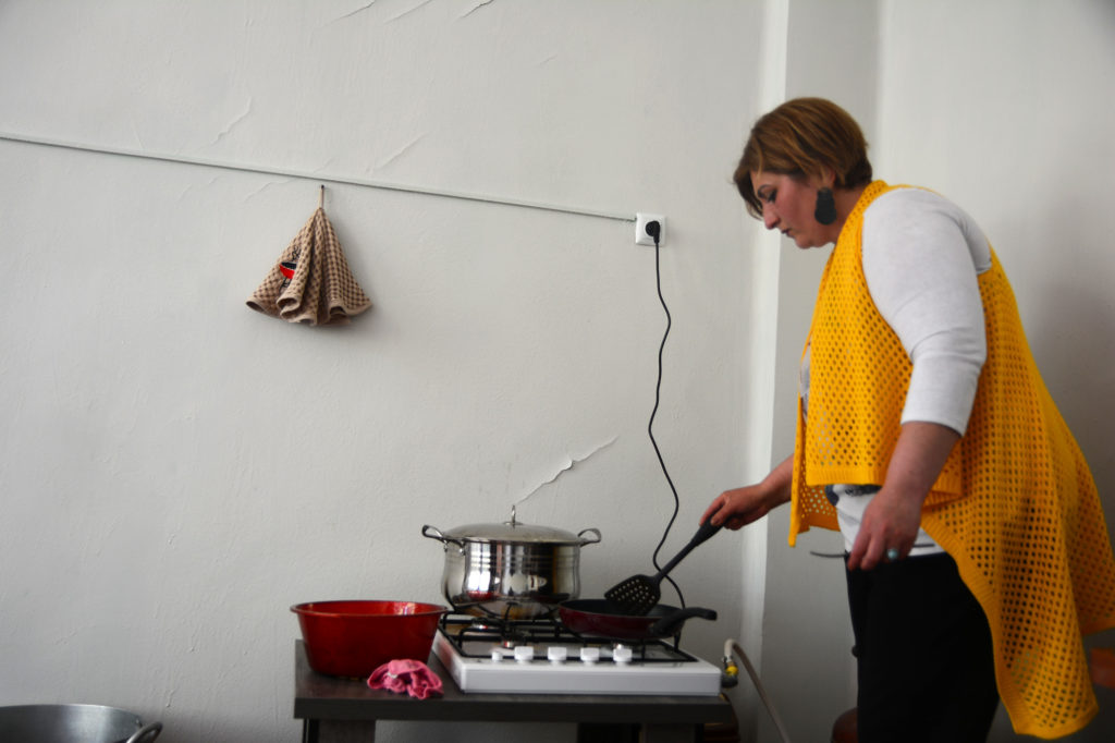 Nino Mindiashvili prepares food as part of her mobile food delivery project. (Maryam Saleh/Medill/GroundTruth)