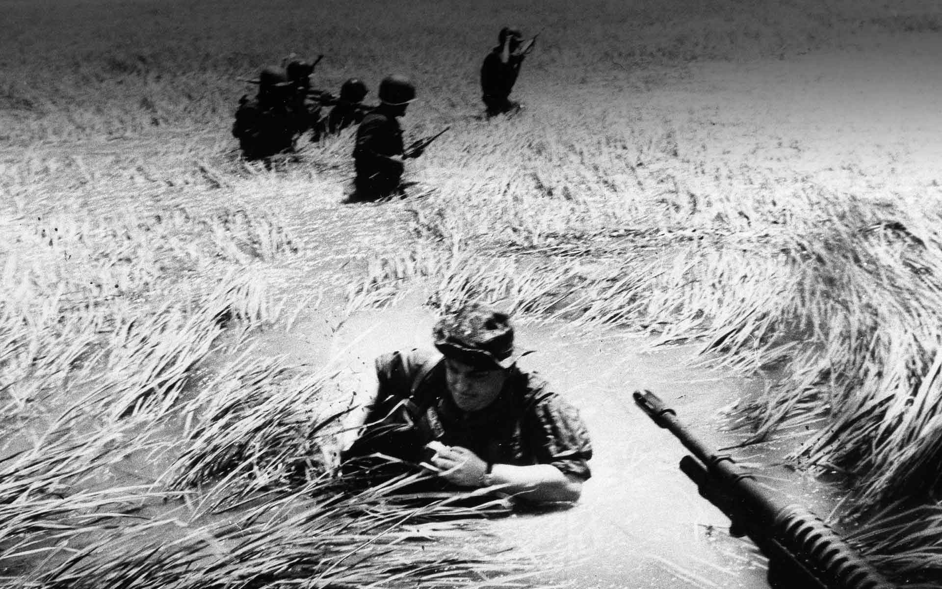 Photojournalist Horst Faas, who took this picture of the Vietnam War, is among five journalists whose efforts at holding the U.S. government accountable is featured in the documentary, DATELINE—SAIGON. (Horst Faas via Dateline-Saigon)