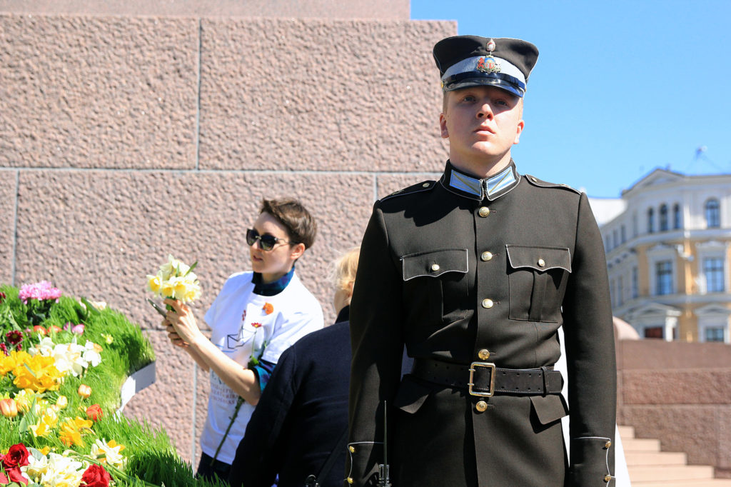A guard stands in front of the Freedom Monument in Riga, Latvia on May 4, 2017, the anniversary of the day Latvia declared its restoration of independence from the Soviet Union. (Yu-Ning Aileen Chuang/Medill/GroundTruth)