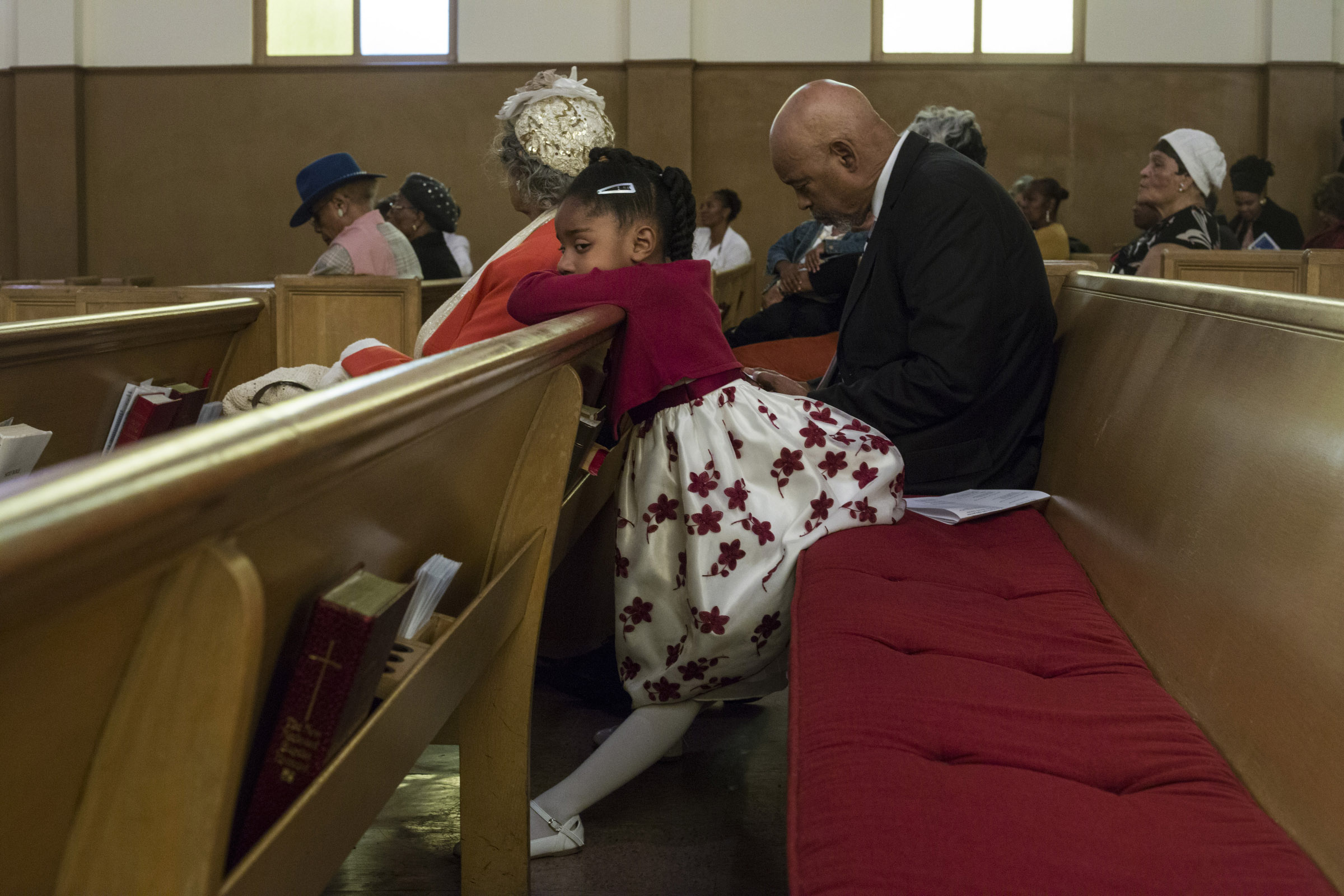 Acacia Brownlee, 5, sits on the edge of a pew during the service at the Third Baptist Church in the Fillmore district of San Francisco, California, on Sunday, November 5, 2017. (Photo by Brittany Greeson)