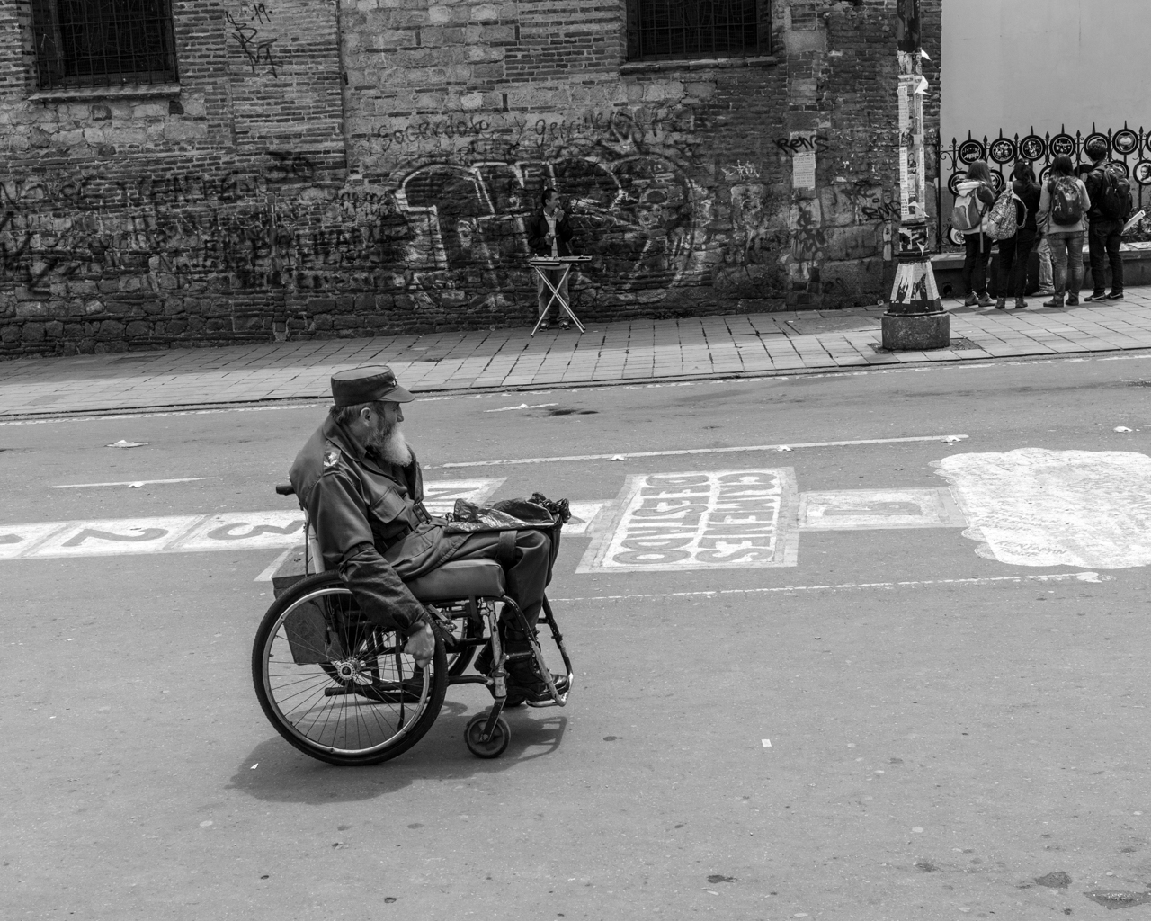 A handicapped man dressed as Fidel Castro moves along the Avenue, hoping to get money from people. June 4, 2015. (Juan Cristóbal Cobo)