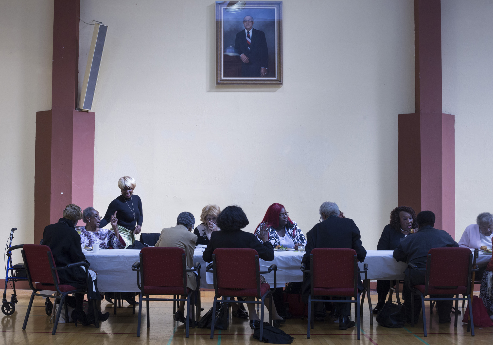 Members of the congregation sit for a luncheon following the service at the Third Baptist Church in the Fillmore district of San Francisco, Calif., on Sunday, November 5, 2017. (Brittany Greeson/GroundTruth)