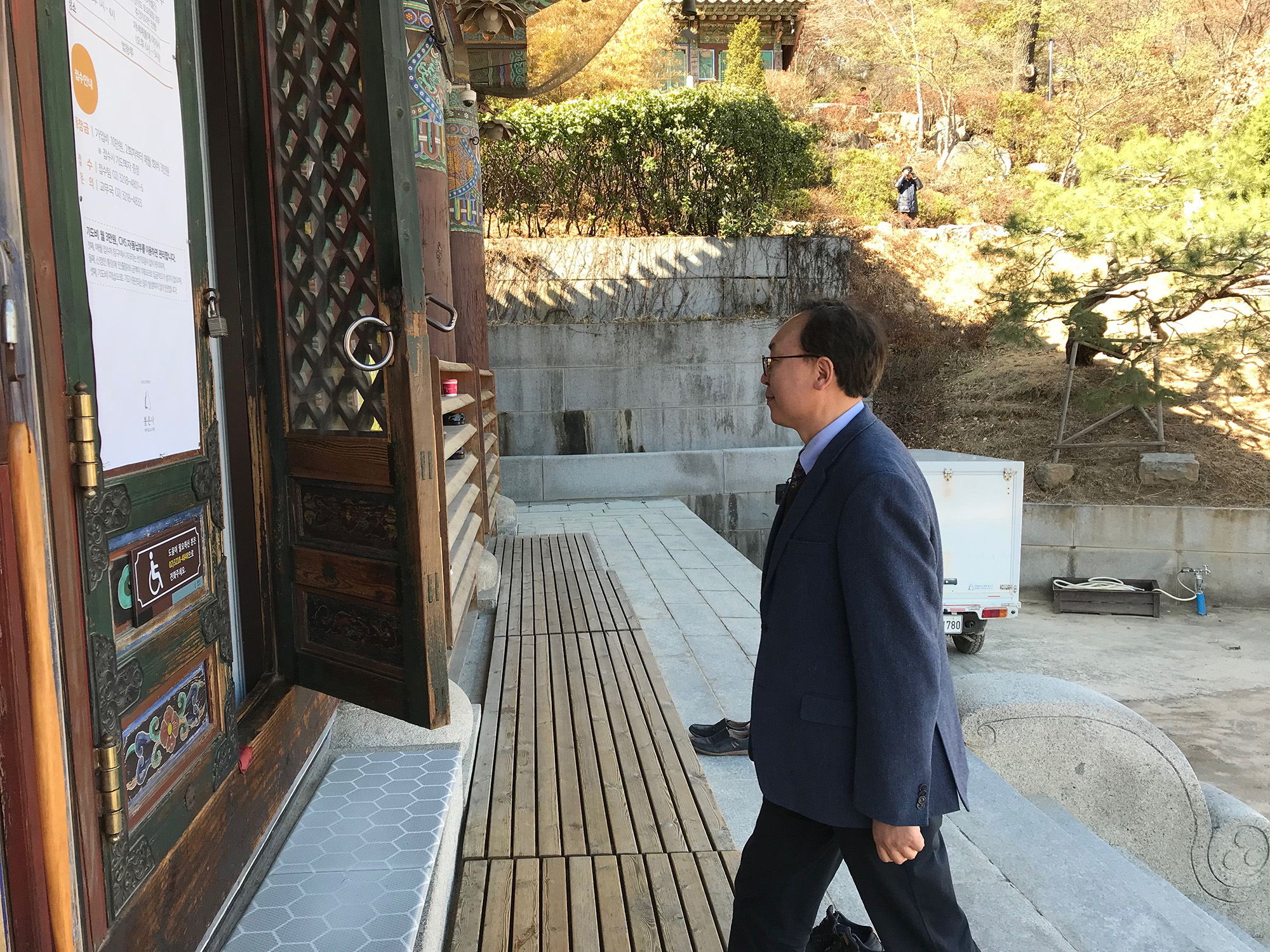 Wonyoung Sohn visits the 1,200-year-old Bongeunsa Temple. He has been advocating for inter-faith understanding, after incidents in which radical Christians vandalized Buddhist temples. (Chris Damien/GroundTruth)