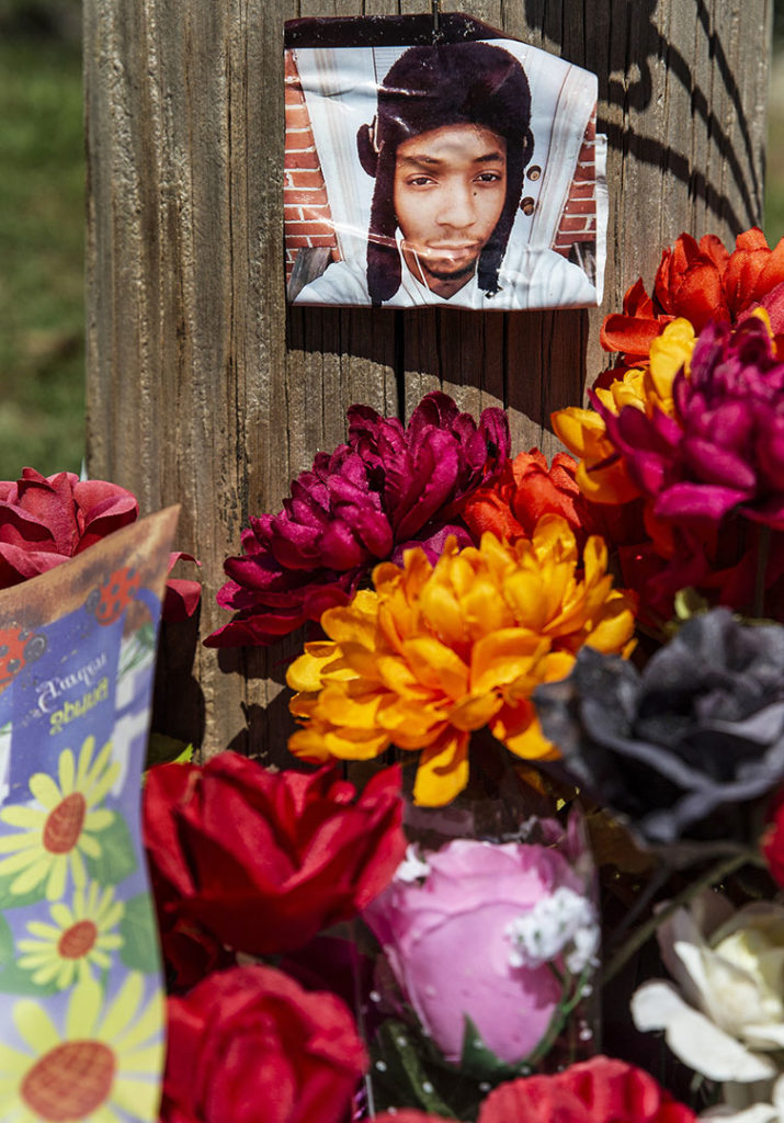 A memorial for Lee Eric Evans sits near the intersection of Central Street and Buena Vista Avenue in Jackson, Miss. Thursday, September 19, 2018. Evans' body was found at the intersection Saturday, July 7, 2018. (Photo by Eric Sheldon/GroundTruth)