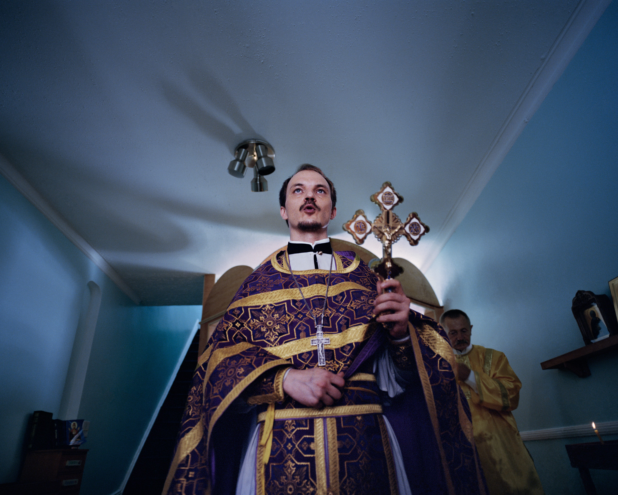 Father Nikodim, sanctifying the chapel built by recovering addicts and current residents of House of Labor and Love. (Photo by Alexey Yurenev/GroundTruth)