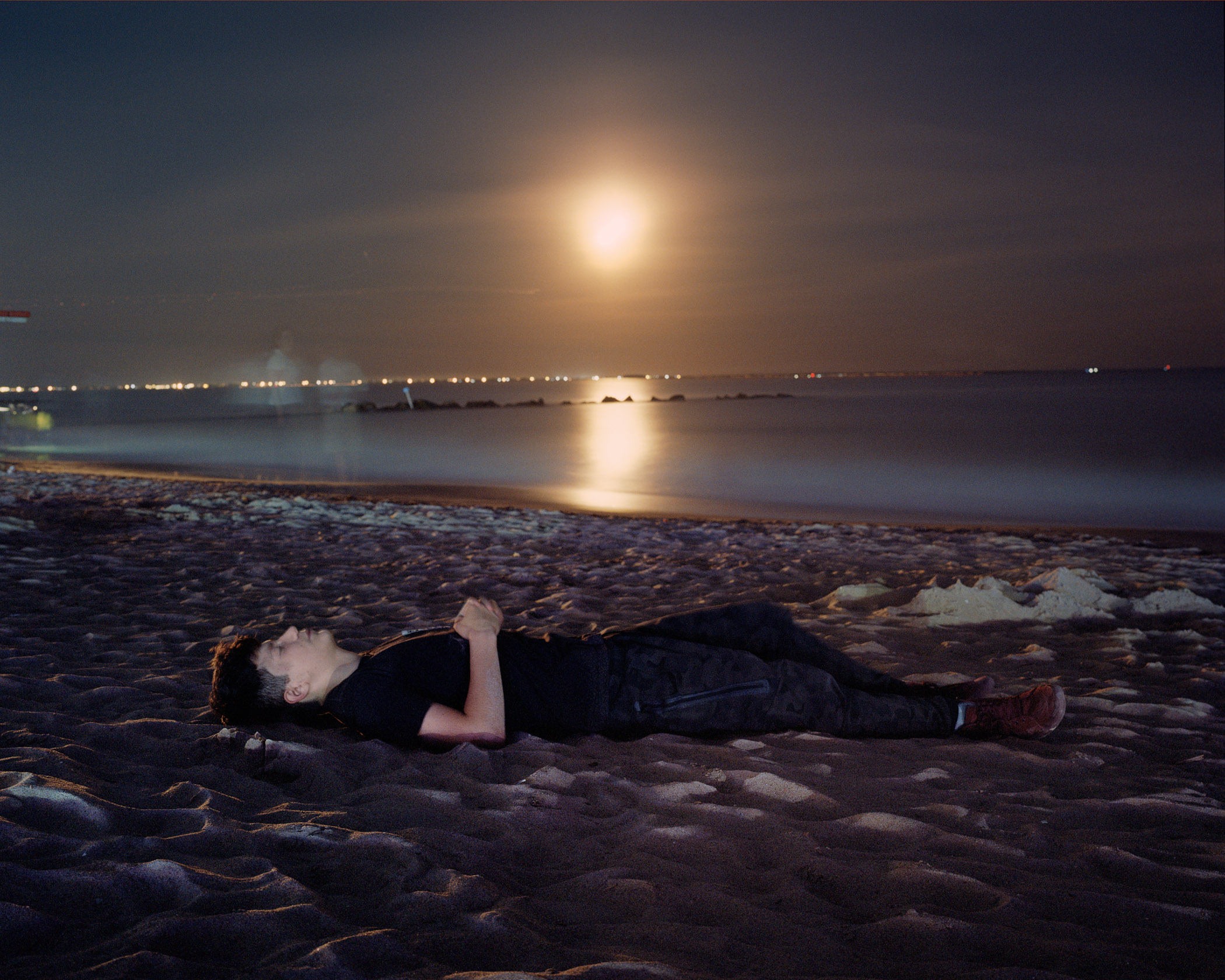 Super moon over Brighton Beach. (Photo by Alexey Yurenev/GroundTruth)