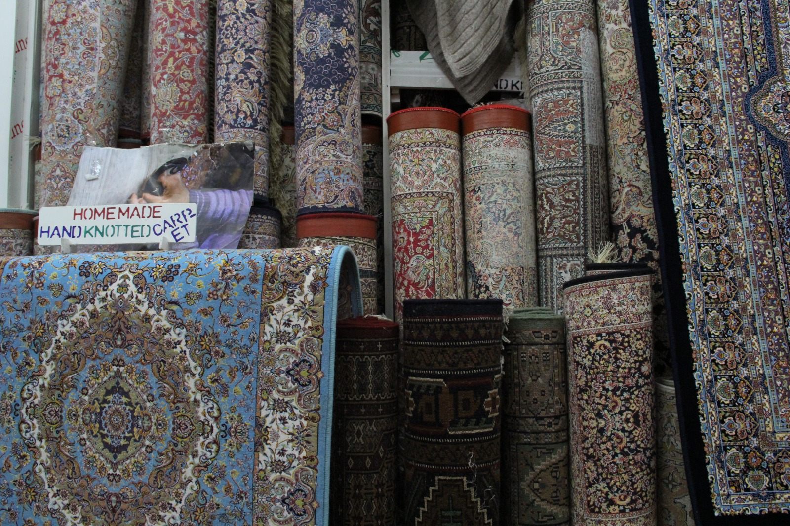 Persian carpets at a Kashmiri shop on Jew Street / Photo by Diana Kruzman