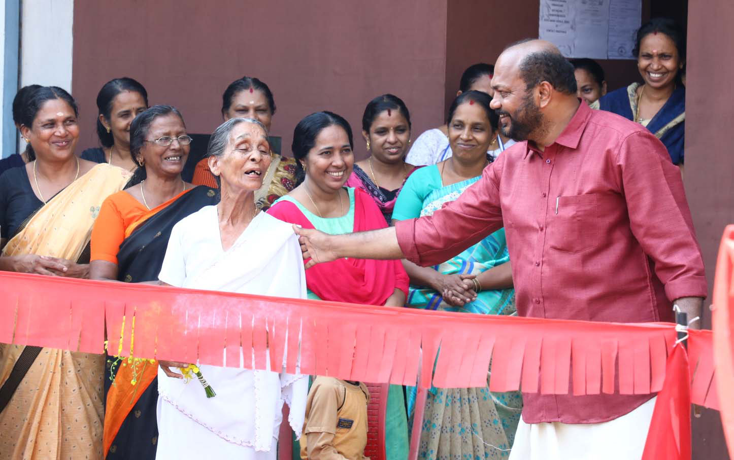 P Rajeev, Left Democratic Front (LDF) candidate in Ernakulam Lok Sabha constituency,  being received by crowd election campain at Puthenvelikkara , Kerala. (Photo by Binesh Kumar/GroundTruth)