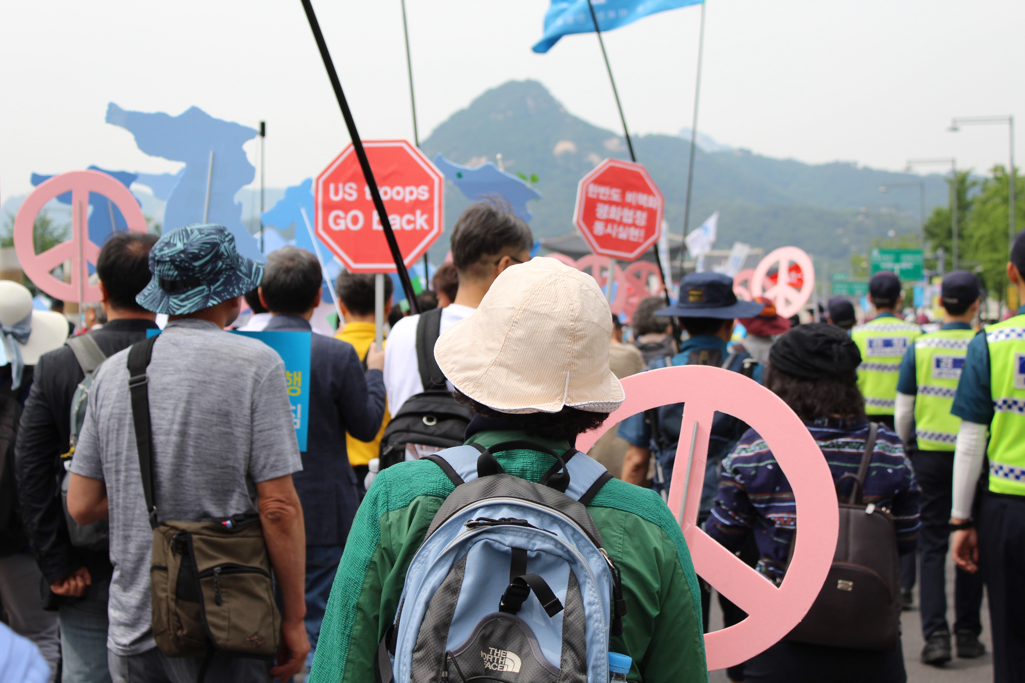 South Korean protestors calling for more engagement between the U.S. and North Korea march through Gwanghwamun Square on June 1, 2019. (Photo by Kelly Kasulis/GroundTruth)