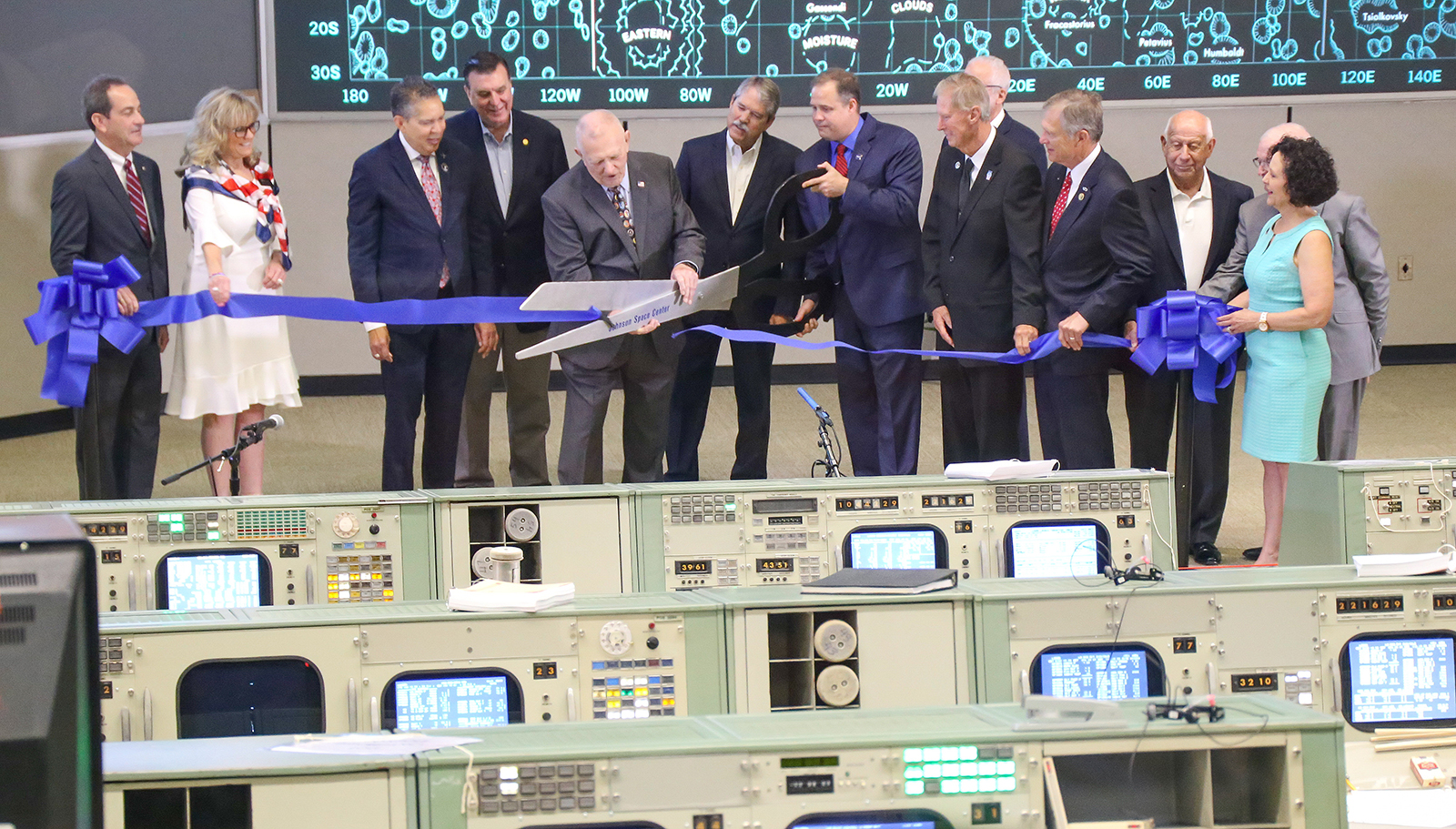 Gene Kranz, flight director for the Apollo 11 mission, cuts the ribbon of the newly restored Apollo Mission Control Center at the Space Center Houston on June 28, 2019. Harris (left of Kranz) led the restoration efforts. (Photo by Space Center Houston.)